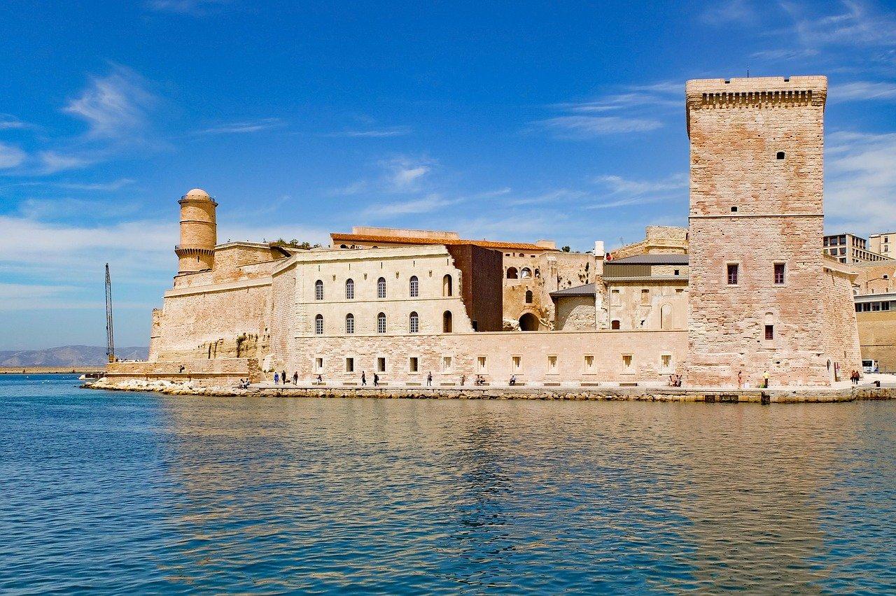 Fort Saint-Jean à Marseille et mer Méditerranéenne