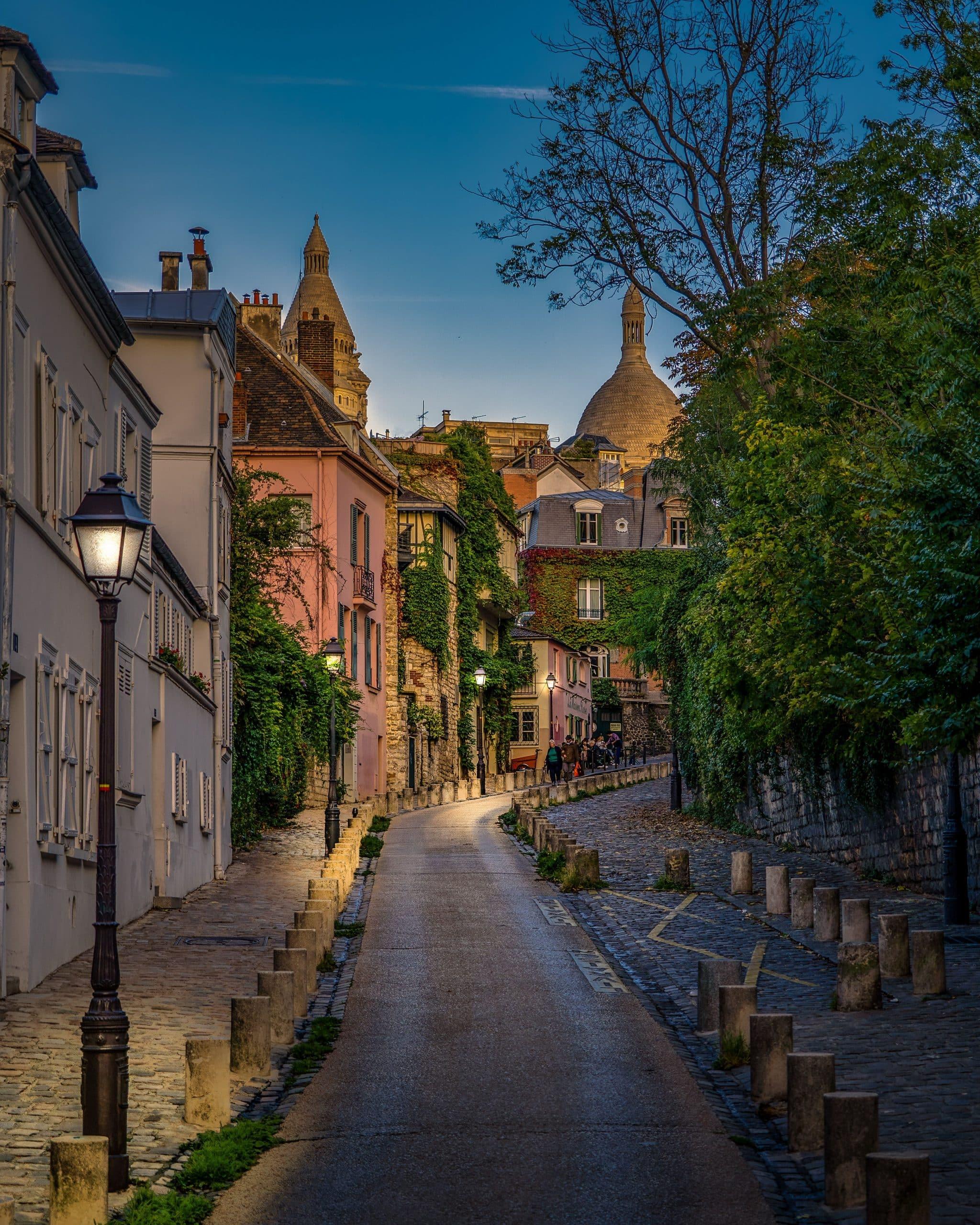 Paris rue proche de Montmartre